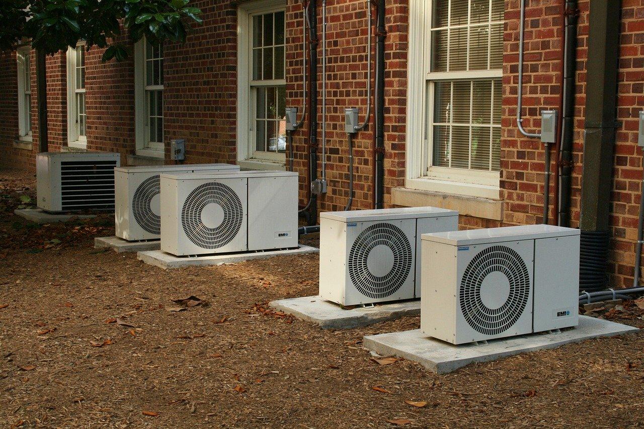 Bloc de climatisation à l'extérieur