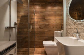 Salle de bain, avec wc japonais lavant