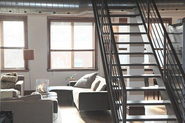 grand escalier dans un appartement